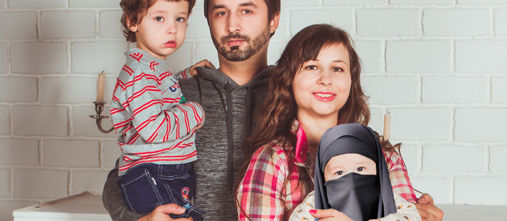Jewish parents give birth to Muslim. Husband accuses wife of infidelity.