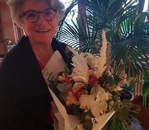 Ivana con fiori.jpg