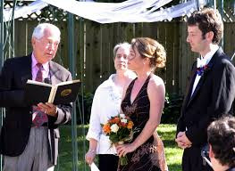 7 Actions That Might Annoy Your Officiant