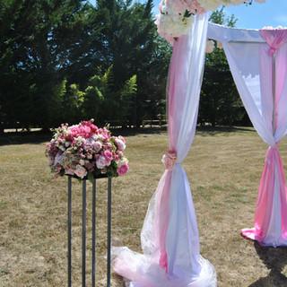 Composition ronde de fleurs pour cérémonie