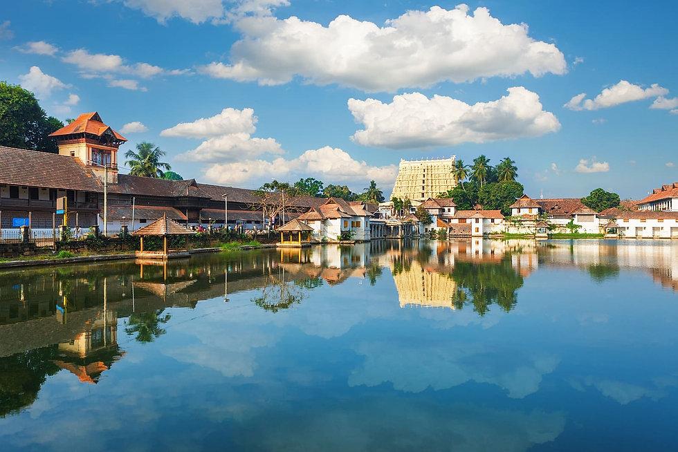 thiruvananthapuram-sree-padmanabhaswamy-tempo-traveler-Kerala-taxi-service-Tempotraveler-rental-taxi