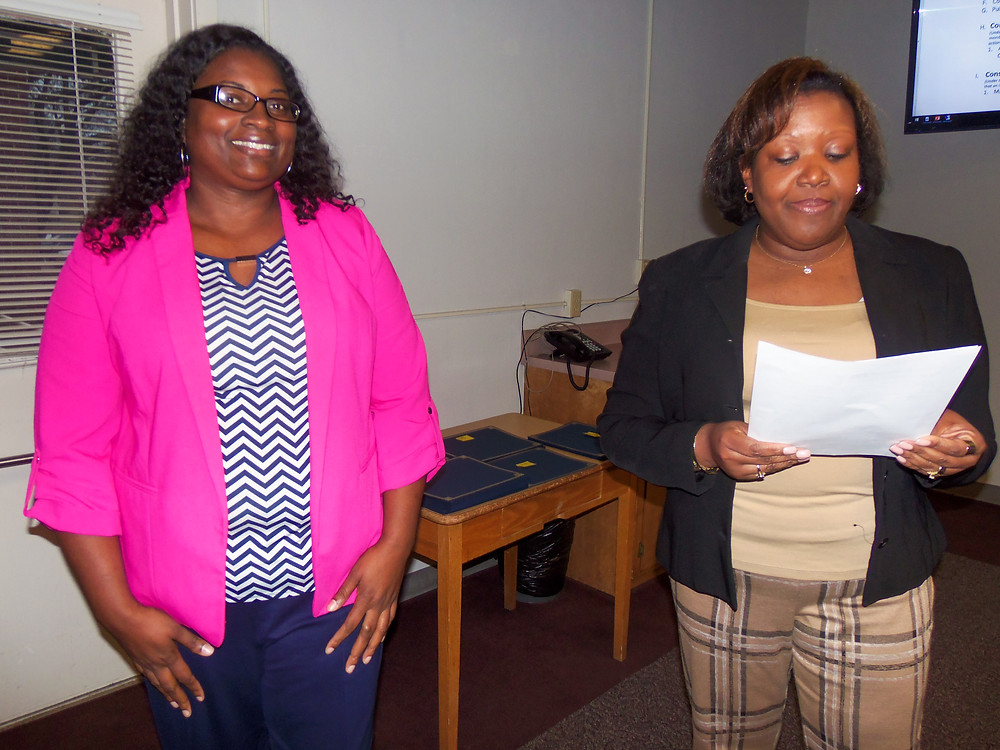 Varonica Crawford receives teacher award
