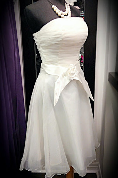 White organza strapless party dress