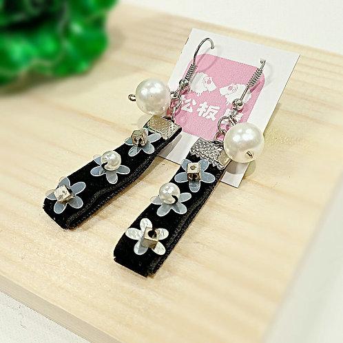 Detail flowers stitched black velvet ribbon earrings