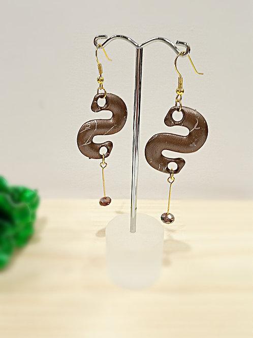 Coffee style S dangle earrings