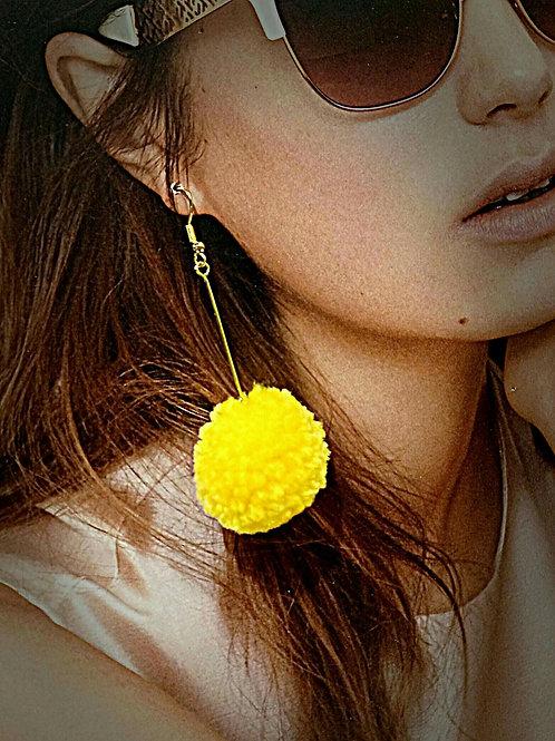 彩色毛毛冷球吊型耳環