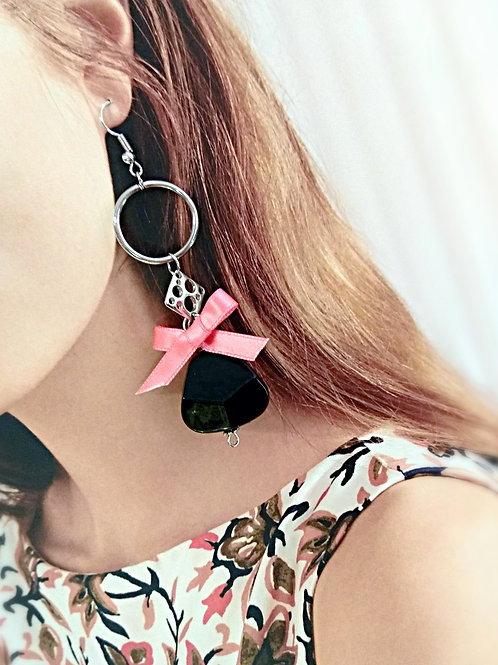 Different ribbons black irregular loop earring
