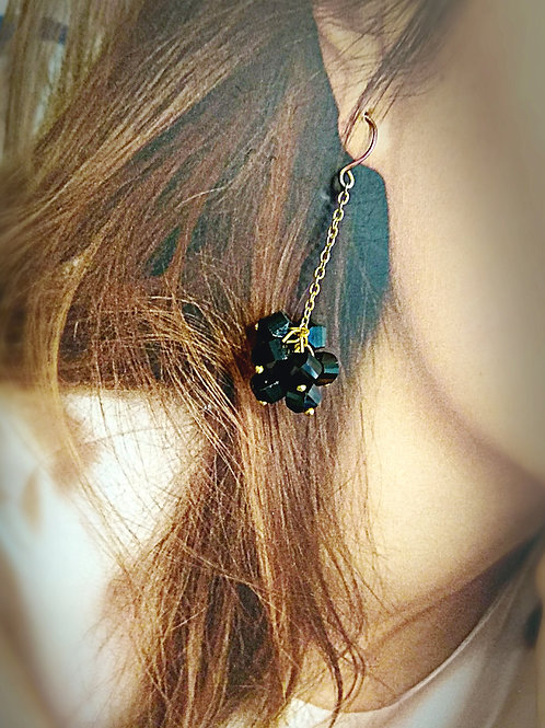 Bling bling 3D petite black crystal earring