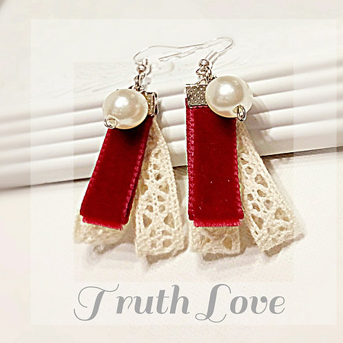 Victoria velvet lace faux pearl earring