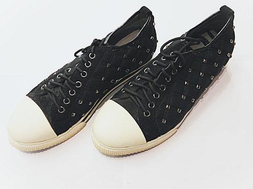 Silver nail black sneaker shoes