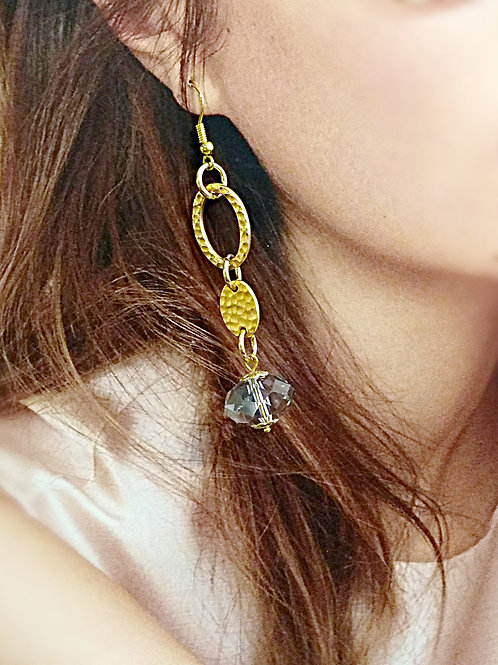 Elegant gold plated polished crystal earring