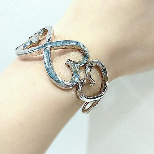 Beautiful sterling silver heart bangle