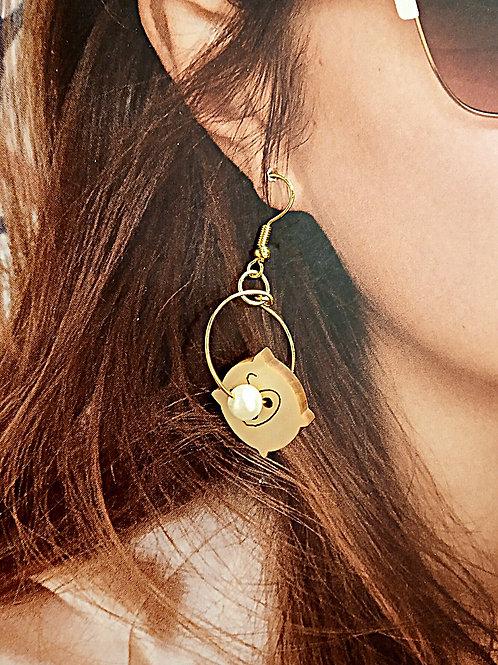 Piggy wooden petite faux pearl loop earrings
