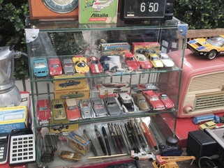 Nostalgic Tokyo (2): Chance encounter with ARK HILLS in Akasaka Flea Market