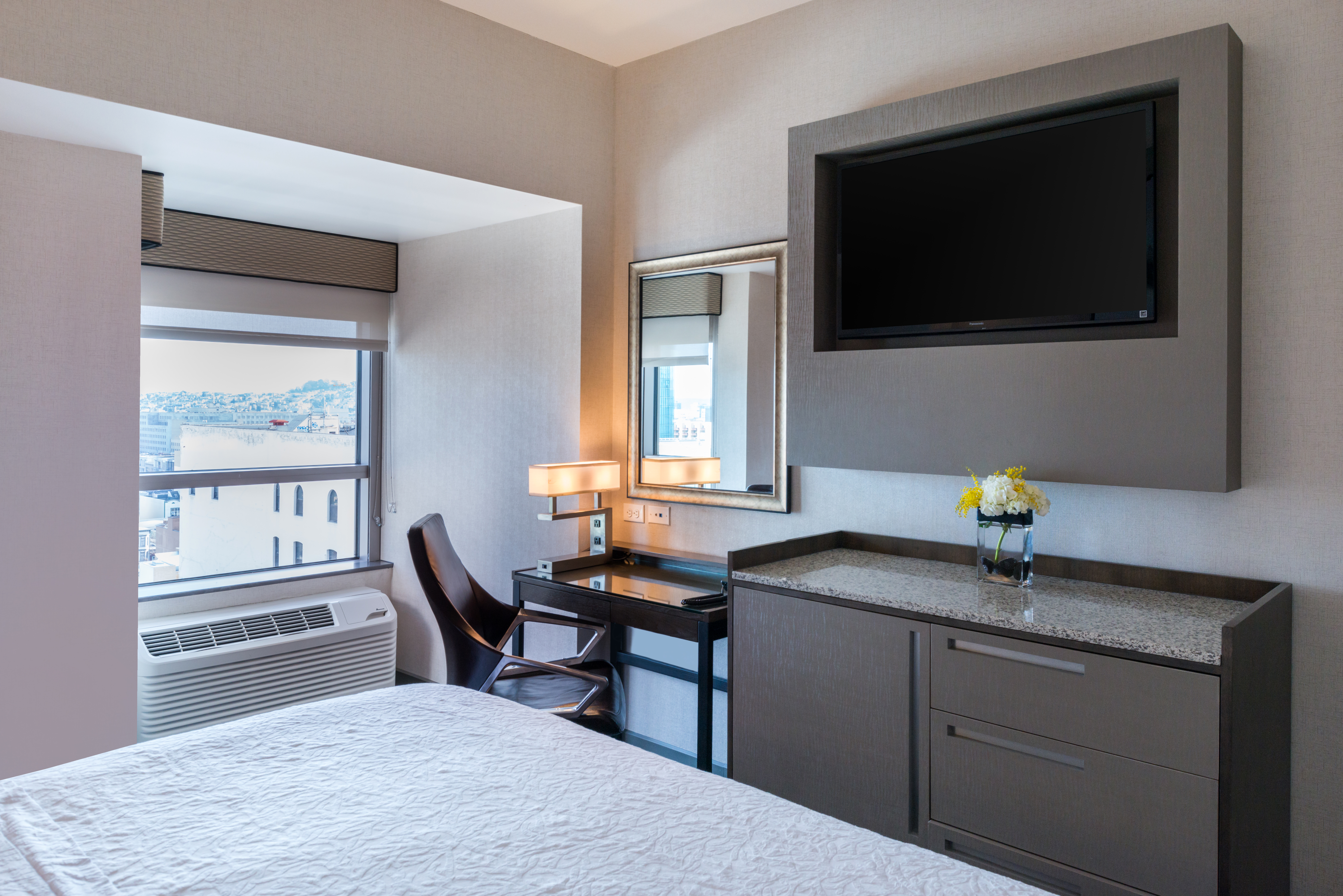 Hampton Inn SF Room Amenities