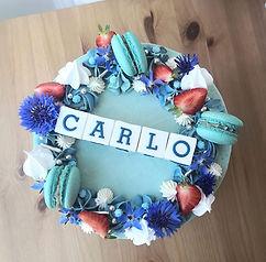 Rund kage uden fondant med blomster.jpg