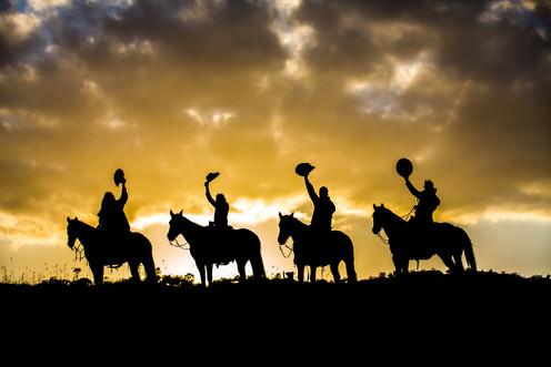 Horse-Riders-on-Ridge-512130561_2122x141