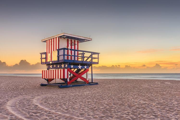 Miami-Beach,-Florida,-USA-sunrise-and-li