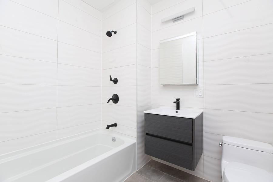 Bathroom 1R.jpg