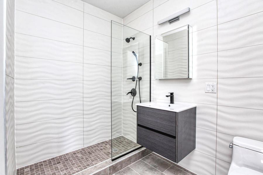 Bathroom 3R.jpg