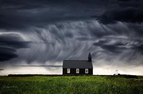 Die schwarze Kirche von Búðir