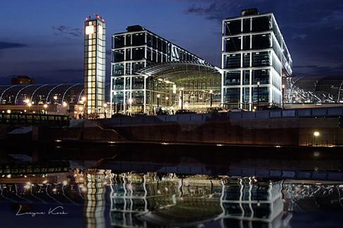 Hauptbahnhof by night