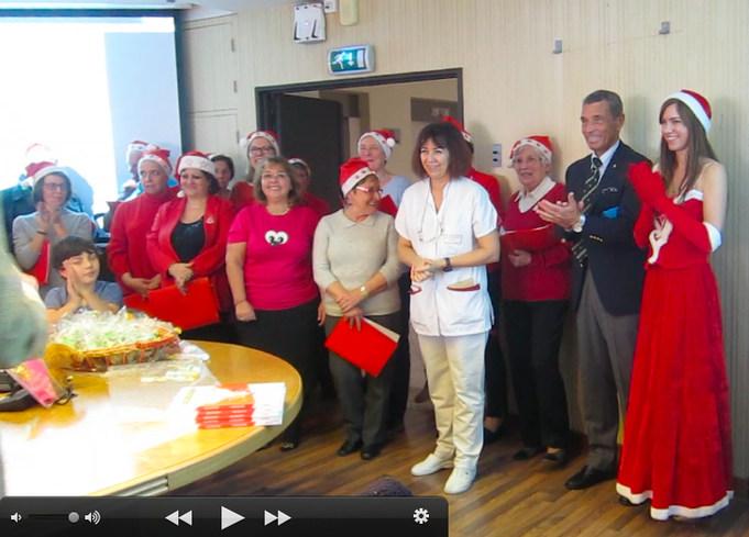 Фото с рождественской Елки в госпитале .