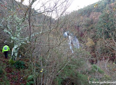 Alfoz. Cascada del Escouridal. La cascada más alta de Galicia.