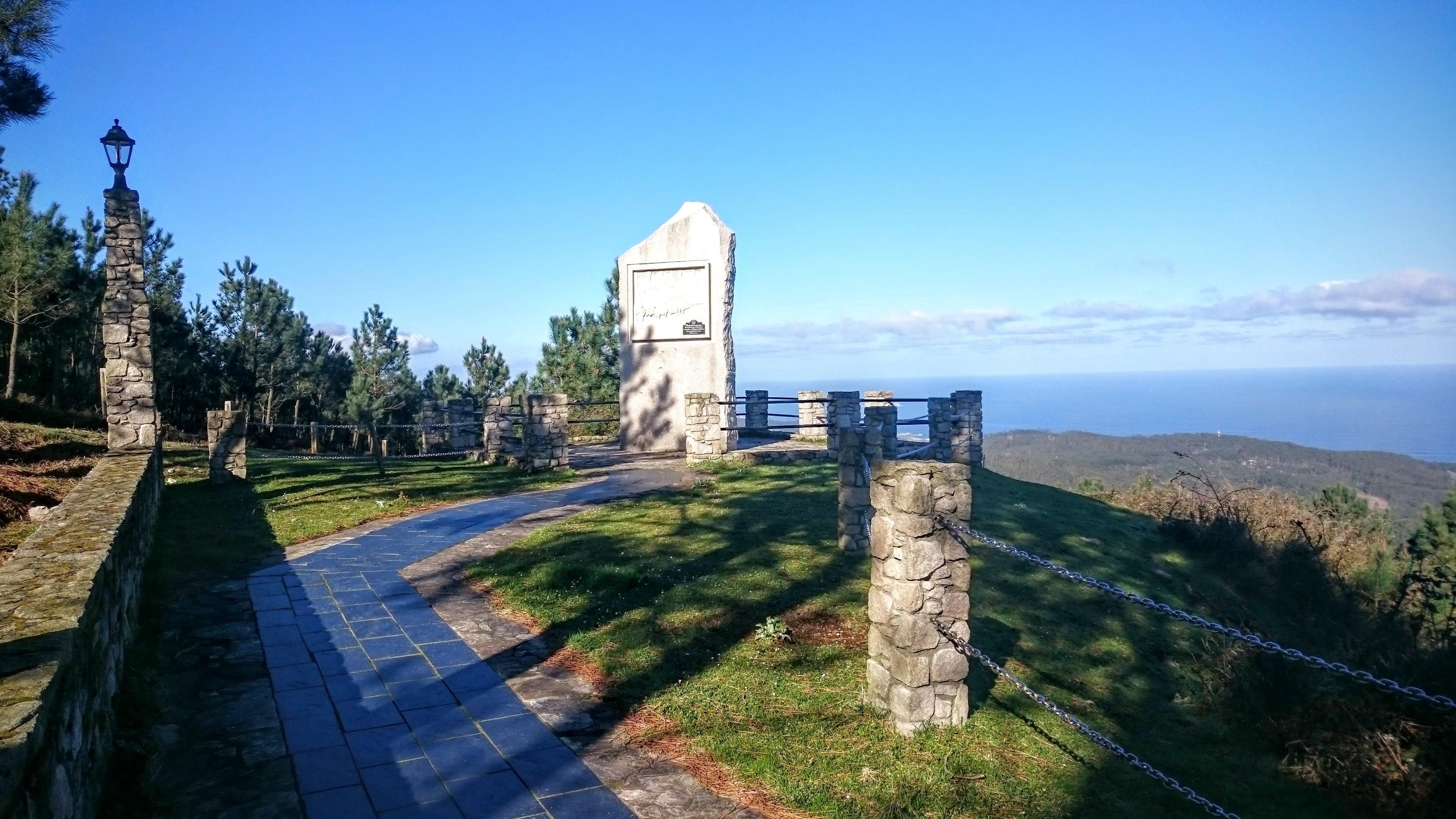 Burela Monumento al Labrador