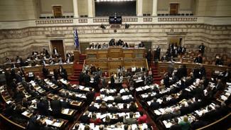 """ΣΥΡΙΖΑ και Νέα Δημοκρατία """"κονταροχτυπιούνται"""" για την αναθεώρηση του Συντάγματος"""
