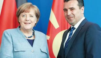 Τα Σκόπια δέχτηκαν την «Μακεδονία» που τους χάρισε ο Α.Τσίπρας και ο Ν.Κοτζιάς