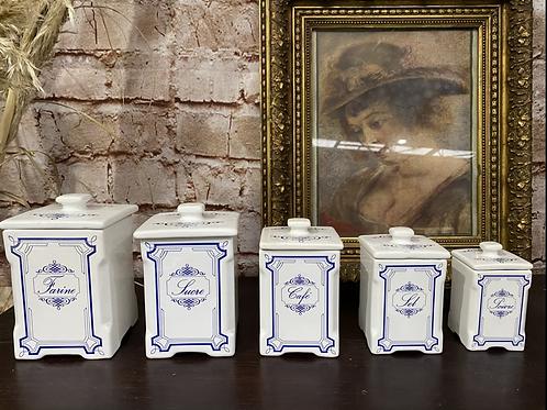 Pot à épices en porcelaine