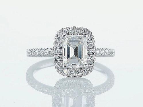 Bague en or 18 karat sertie d'un diamant taille émeraude