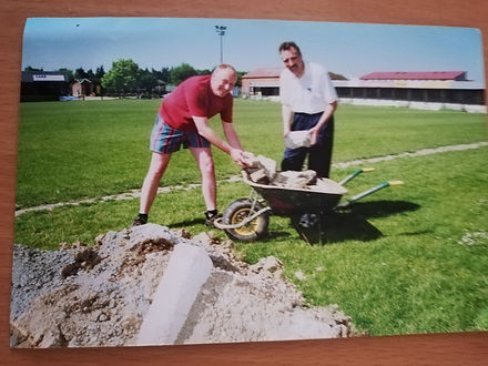 1998 Dugouts PitchRepair1 Clive Arnold.j