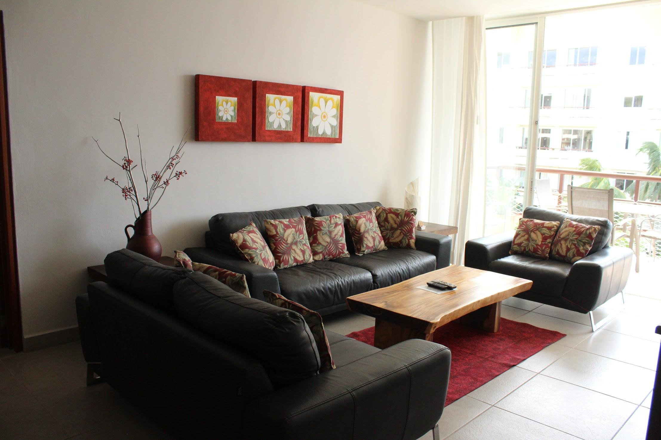 310 living room 2.CR2.jpg