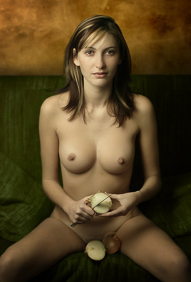 Woman with the onion _ Portrait