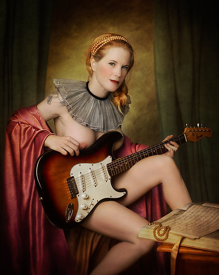 SM _ Lady with guitar