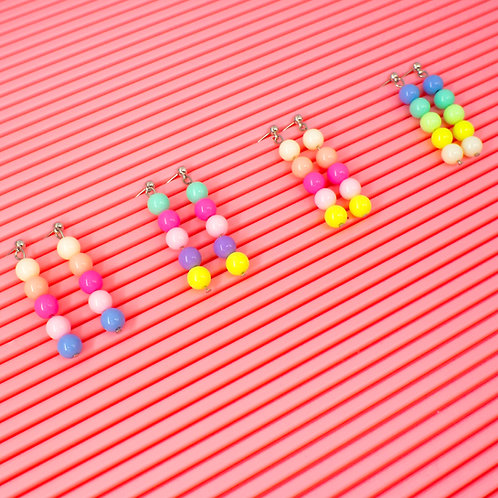 Brinco de bolinhas de acrílico (cores variadas)