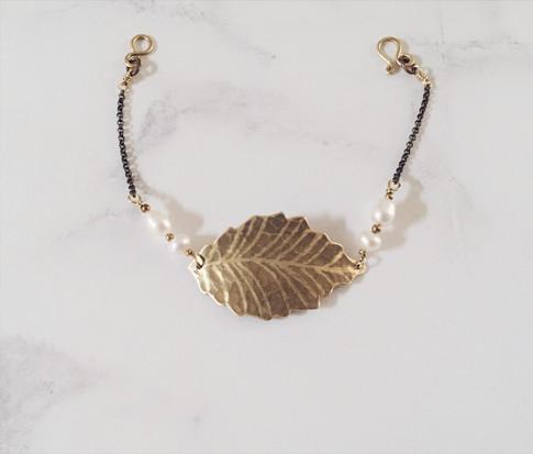 Ash leaf bracelet, brass + white pearls