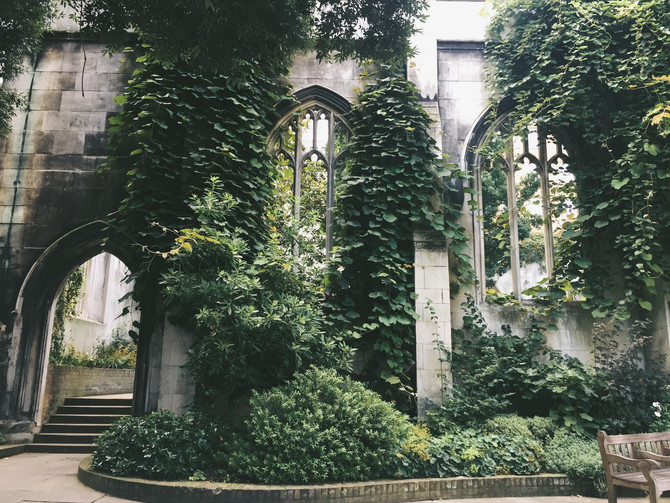 Peaceful London: St. Dunstan-In-The-East, a fairytale garden and moon phases' magic