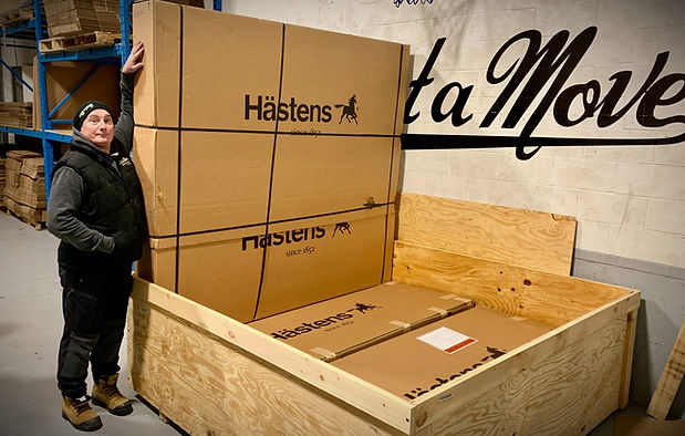 White glove specialty item moving in Montreal. Moving a high end mattress from Hastens.