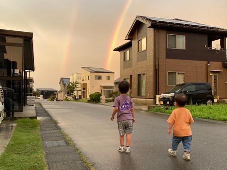 虹と男子2人