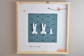 cadre avec une famille de lapin 50cm.jpg
