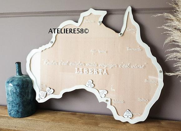 Livre d'or en forme de l'Australie en bois à personnaliser avec une gravure sur la vitre