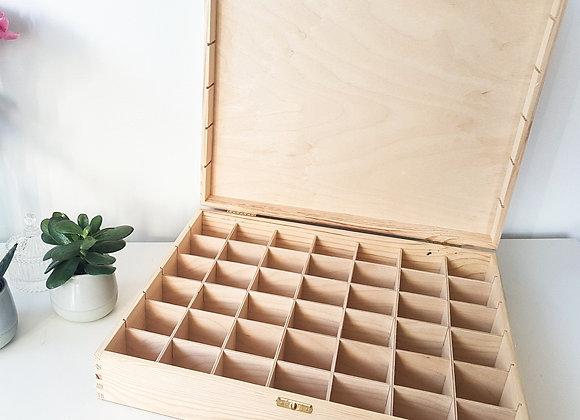 Boite à perles en bois avec gravure personnalisée sur le couvercle