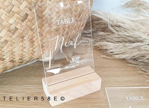 Numéro de table mariage en plexiglas sur socle en bois