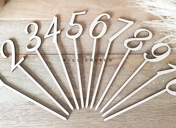 Numéro de table chiffre en bois sur pic pour mariage champetre
