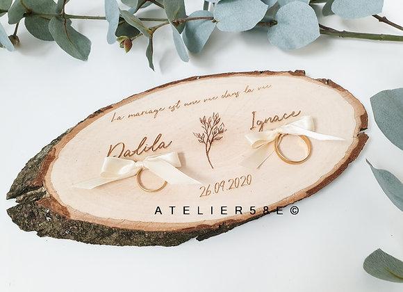 Rondin de bois porte alliances mariage avec gravure personnalisée