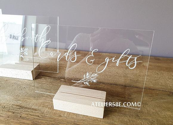 Petit panneau en plexiglas sur pied en bois pour mariage