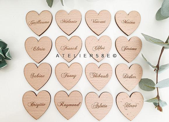 Marque-place coeur en bois gravé pour mariage champêtre